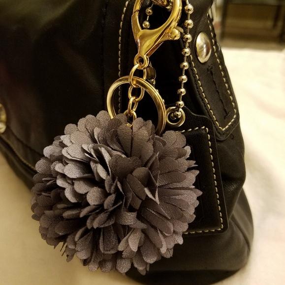 Accessories - 🎯2/$25.  💐Flower Ball Bag Fob Keychain